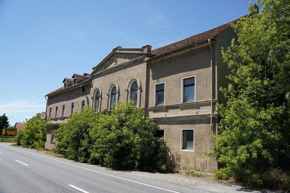 """Das ehemalige Gasthaus """"Böhmerwald"""" in Kleinradmeritz bei Löbau diente wohl als Umschlagplatz der Bande."""
