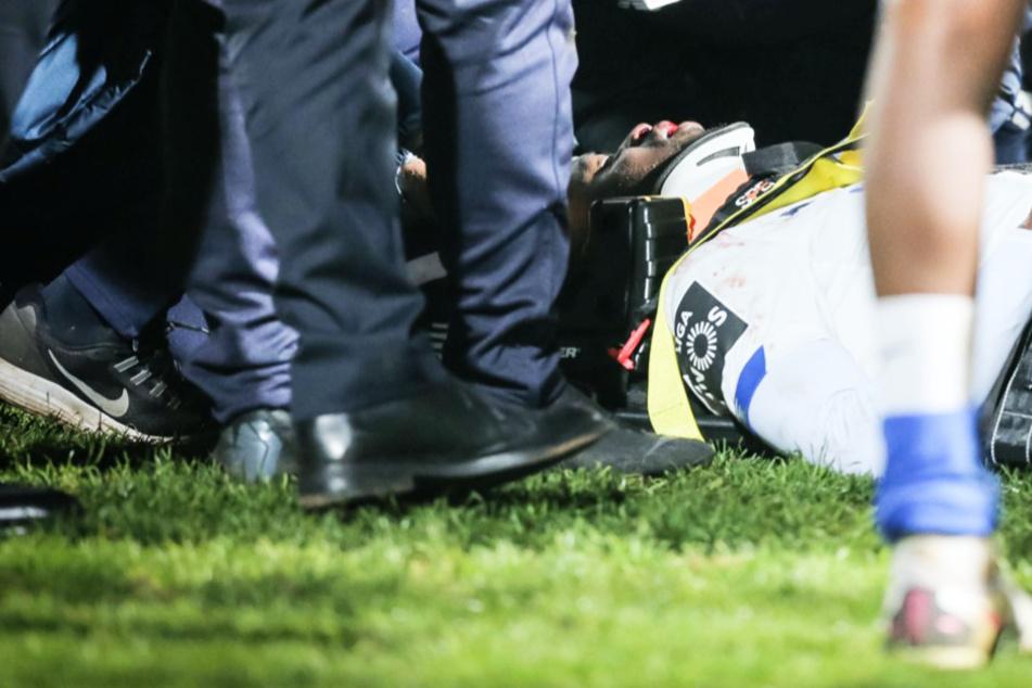 Horror-Zusammenstoß beim Fußball: Krankenwagen auf dem Feld, Spieler weinen