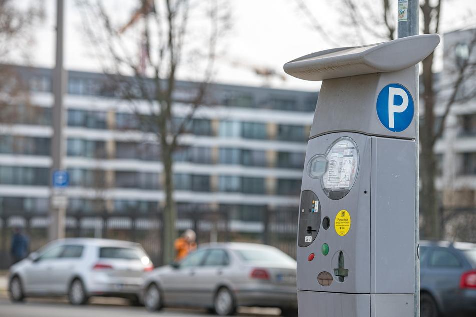An Dresdens Parkautomaten muss man künftig tiefer in die Tasche greifen.