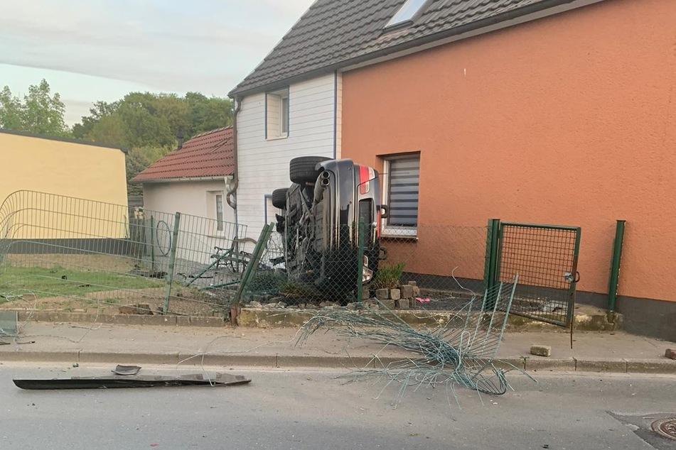 Der Unfallwagen musste abgeschleppt werden, es entstand ein großer Sachschaden.