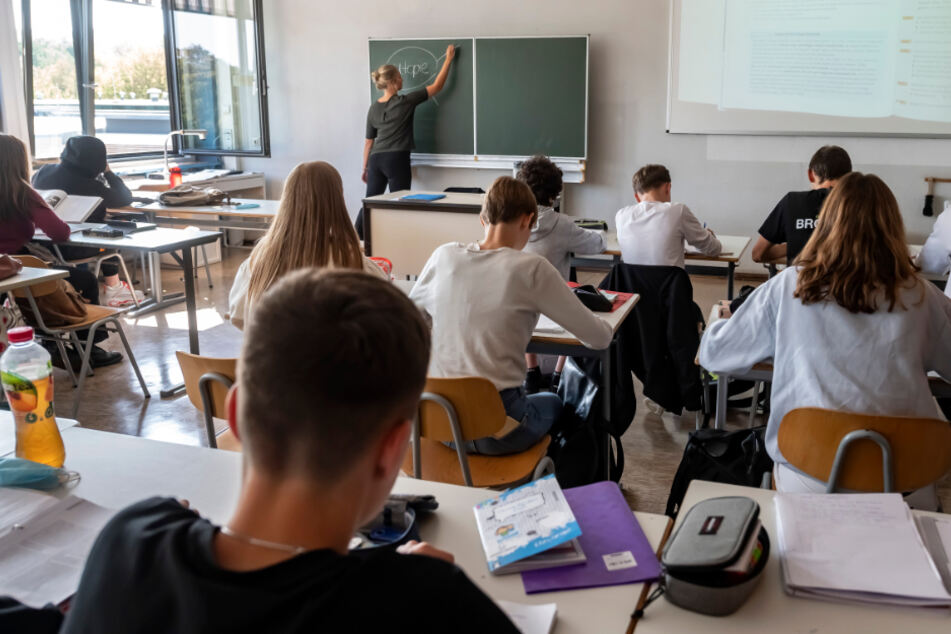 In einer Schule in Karlsruhe findet eine Unterrichtsstunde statt.