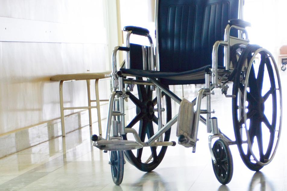 Tödliches Drama: Pflegebedürftige (†55) stirbt bei Brand in Heim, fünf Verletzte in Klinik gebracht