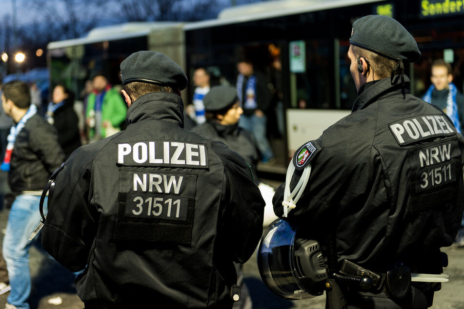 Die Bereitschaftspolizei in NRW bekommt eine neue Körperschutzausstattung, die leichter zu tragen und sicherer ist, als das alte Modell. (Archivbild)