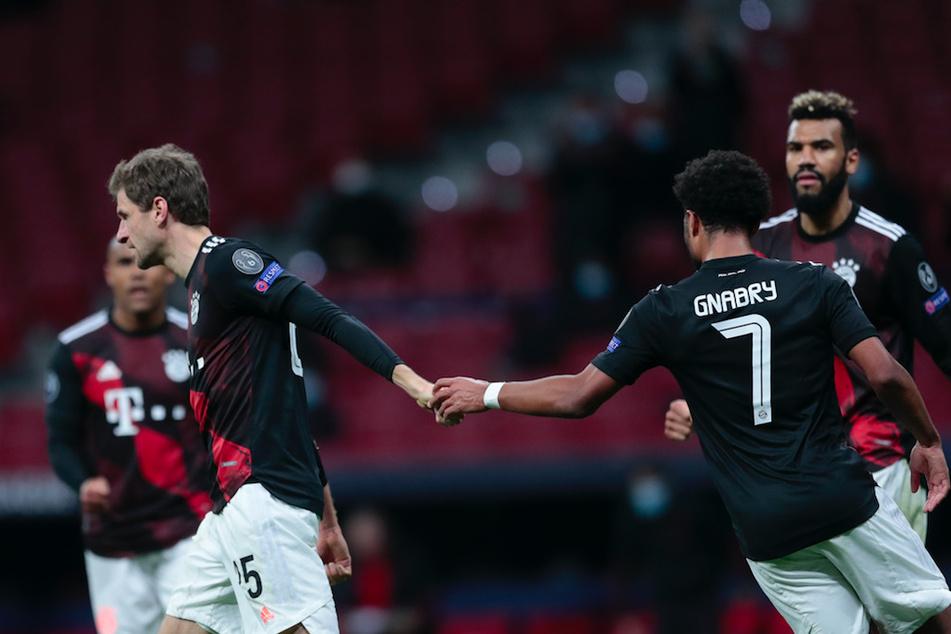 Thomas Müller (l.) und Serge Gnabry brachten mehr Dynamik ins bayerische Spiel.