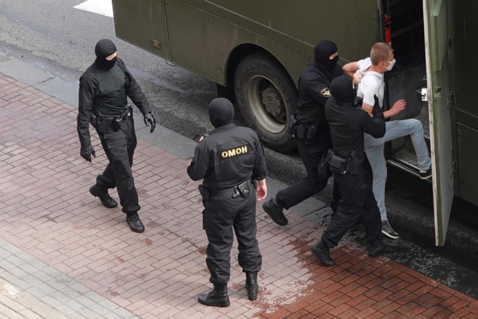 Wasserwerfer in Stellung gebracht: Proteste in Belarus gehen weiter