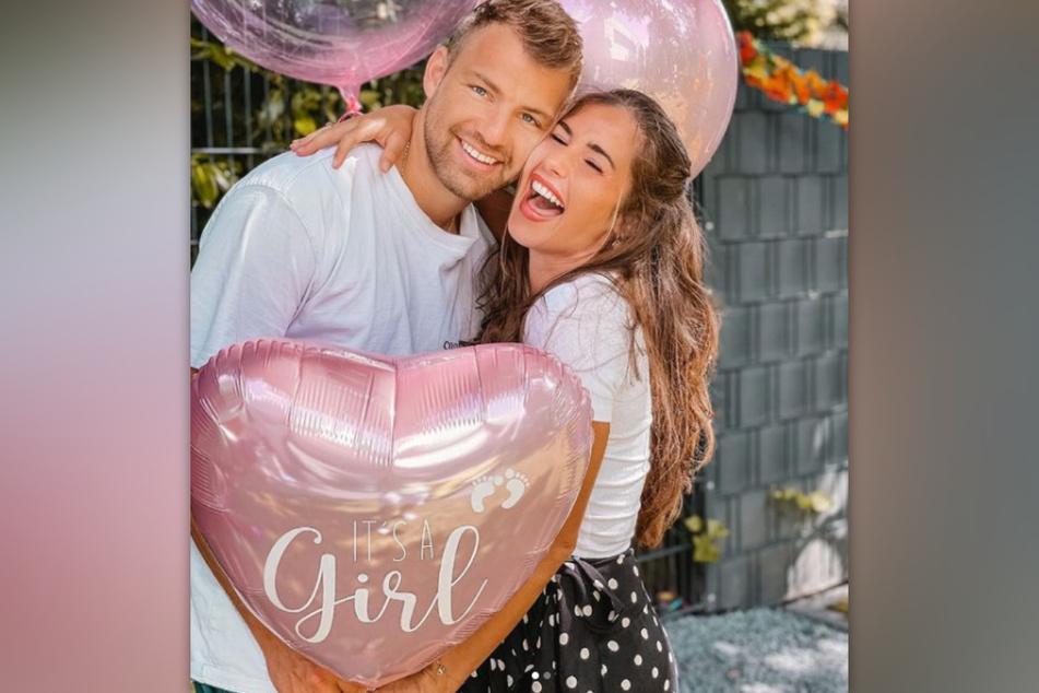 Sarah Engels und ihr Ehemann Julian Büscher (beide 28) verkünden auf Instagram, dass sie eine Tochter erwarten.
