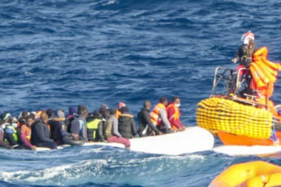 """Ocean Viking"": 120 Migranten im Mittelmeer aus Seenot gerettet"