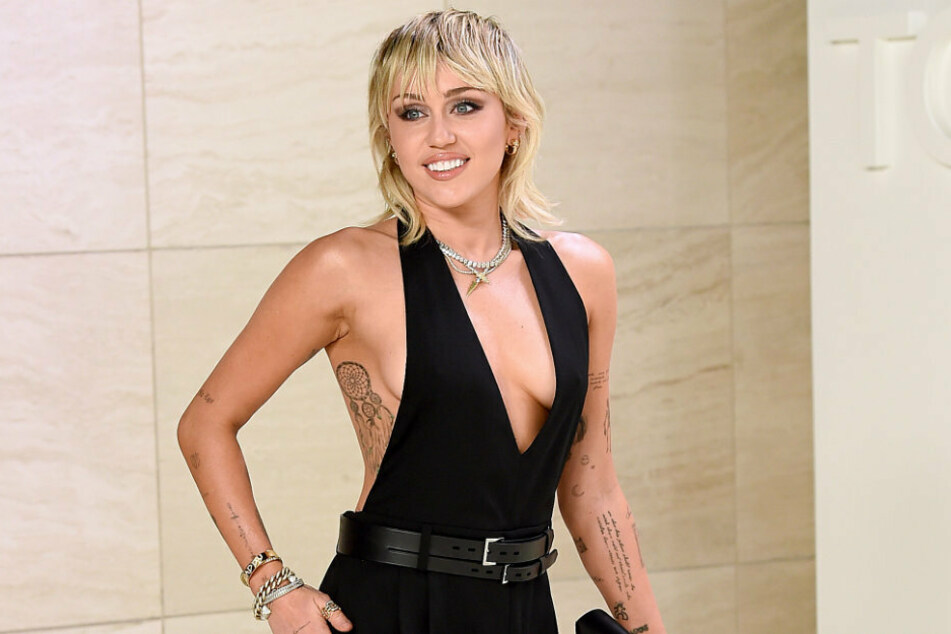 Miley Cyrus had her breakthrough as the lead in the series Hannah Montana in the year 2006.