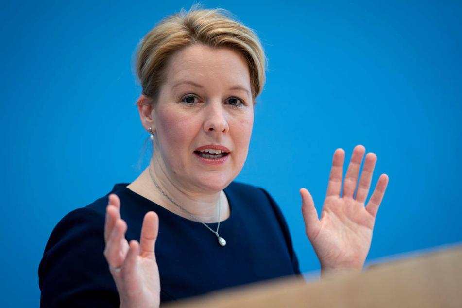 Berlins SPD-Vorsitzende Franziska Giffey (43) will die Bevölkerung der Hauptstadt mit Freikarten für kulturelle Veranstaltungen zum Impfen bewegen.