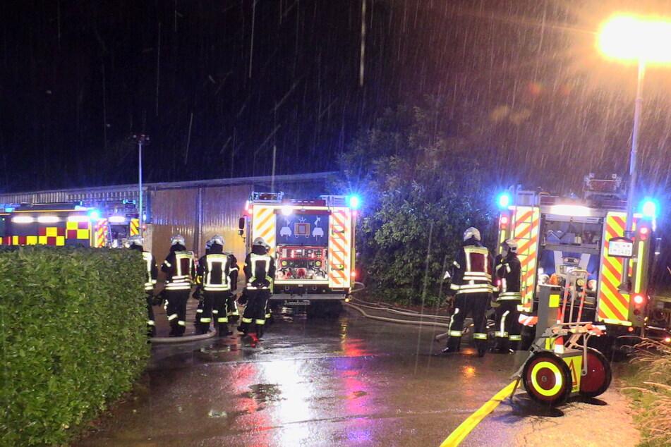 47 Einsatzkräfte der Feuerwehr waren im Einsatz, um das Feuer auf dem Reithof unter Kontrolle zu bringen.