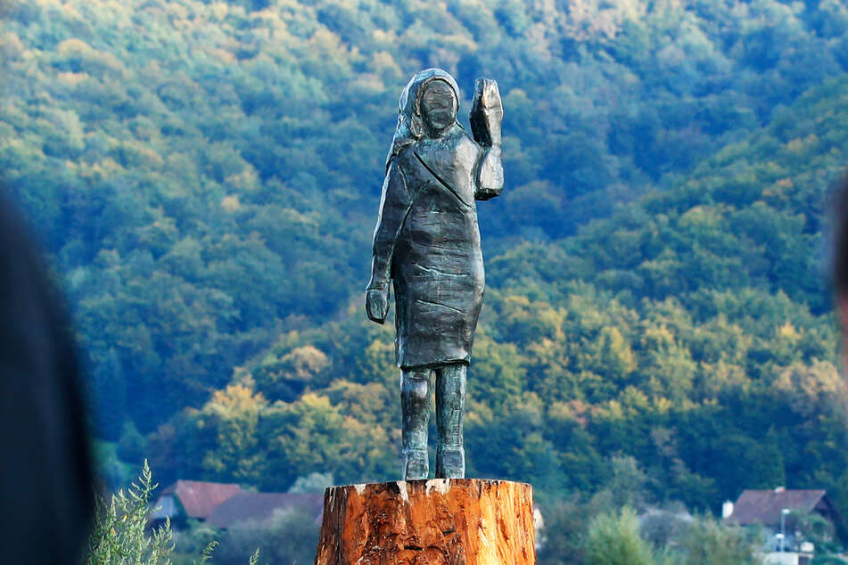 Neue Statue von Melania Trump in Slowenien enthüllt