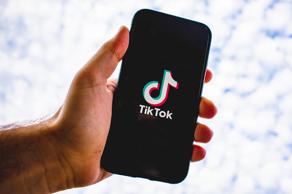 Ein Video für die App TikTok sollte es werden. Doch am Ende war es ein schmerzhafter Unfall. (Symbolbild)