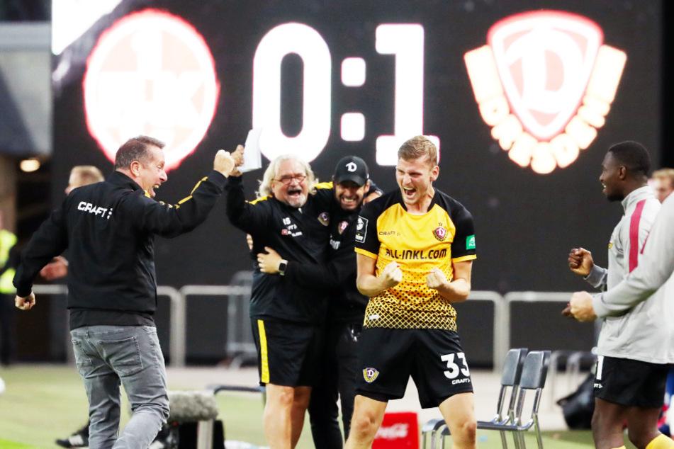 Christoph Daferner (Nummer 33) ballt wie alle Dresdner beim Abpfiff die Fäuste - endlich geschafft!
