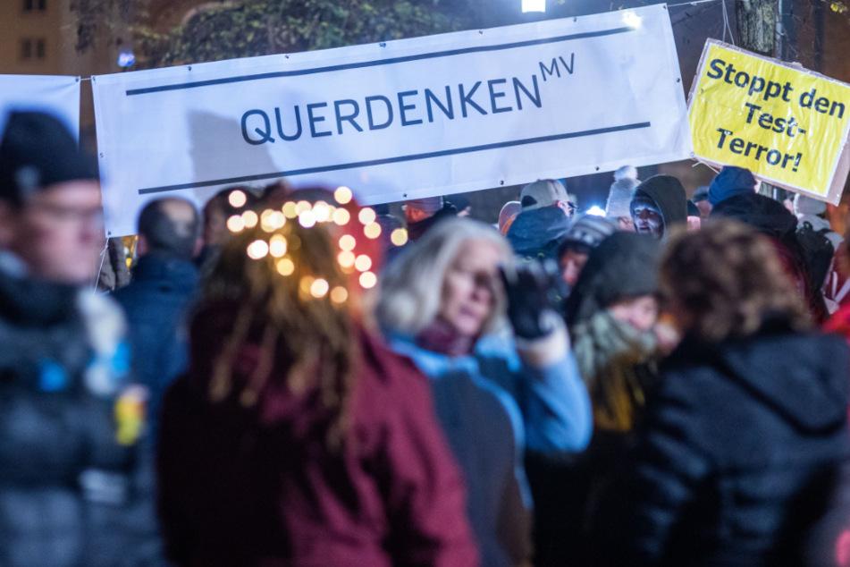 Querdenken-Demo mit 500 Teilnehmern in Stuttgart am Wochenende