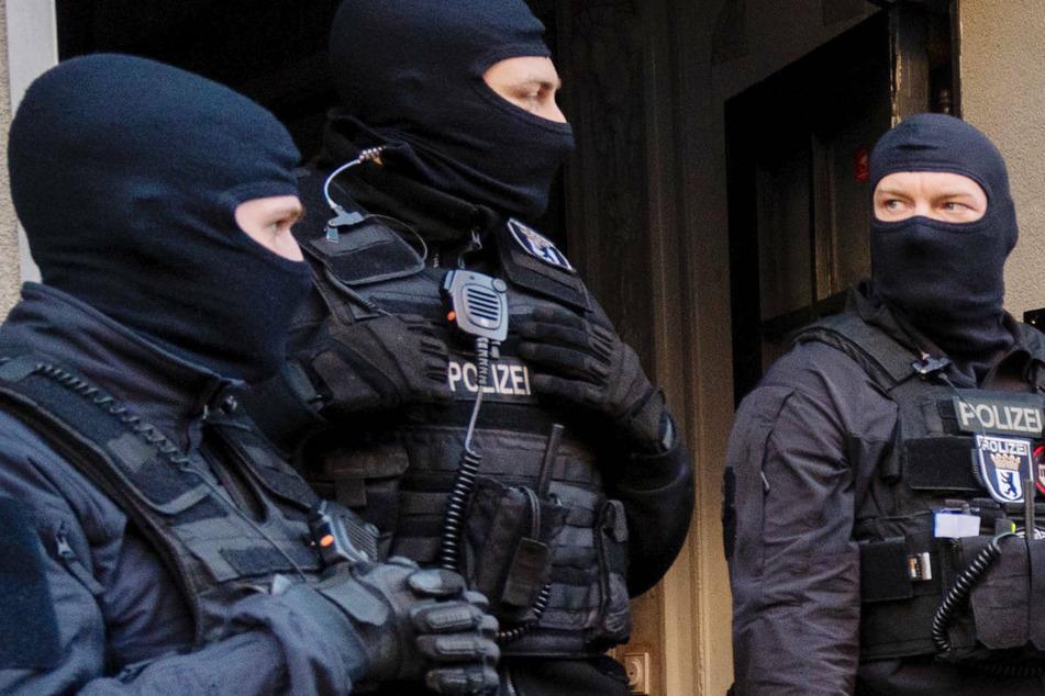 Die Berliner Polizei durchsuchte am Donnerstag die Räumlichkeiten zweier Vereine - es geht um Betrug mit Corona-Hilfen in Höhe von 47.000 Euro. (Symbolfoto)