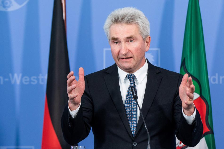 NRW-Wirtschaftsminister Andreas Pinkwart (60, FDP) fordert vom Bund deutlich höhere Abschlagszahlungen für Unternehmen, die wegen des Teil-Lockdowns auf November- und Dezemberhilfen angewiesen sind.