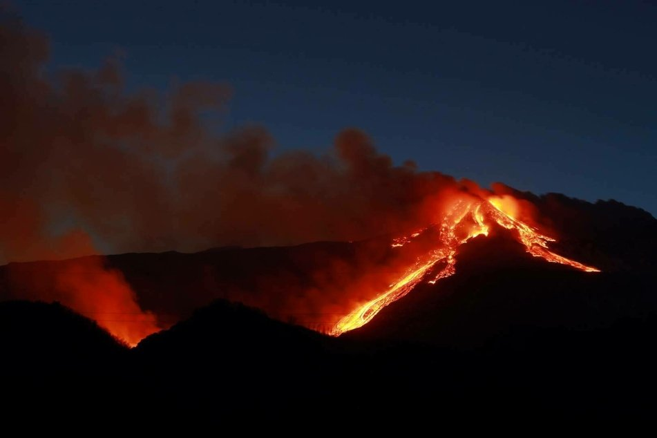 Etna spews fire and ash over Sicily, shutting down air traffic