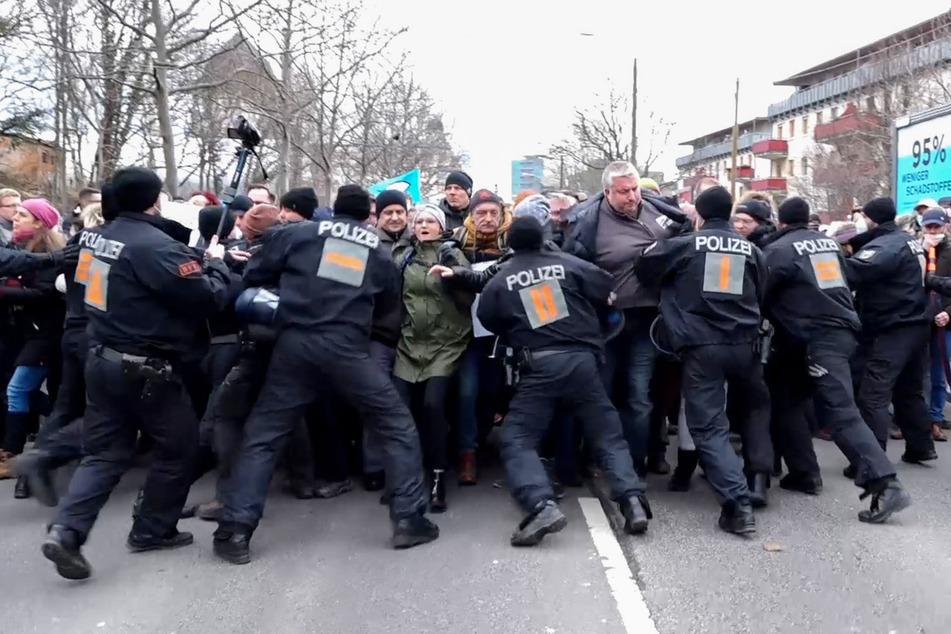Querdenker-Demo: Wie groß ist die Corona-Gefahr für Polizisten?