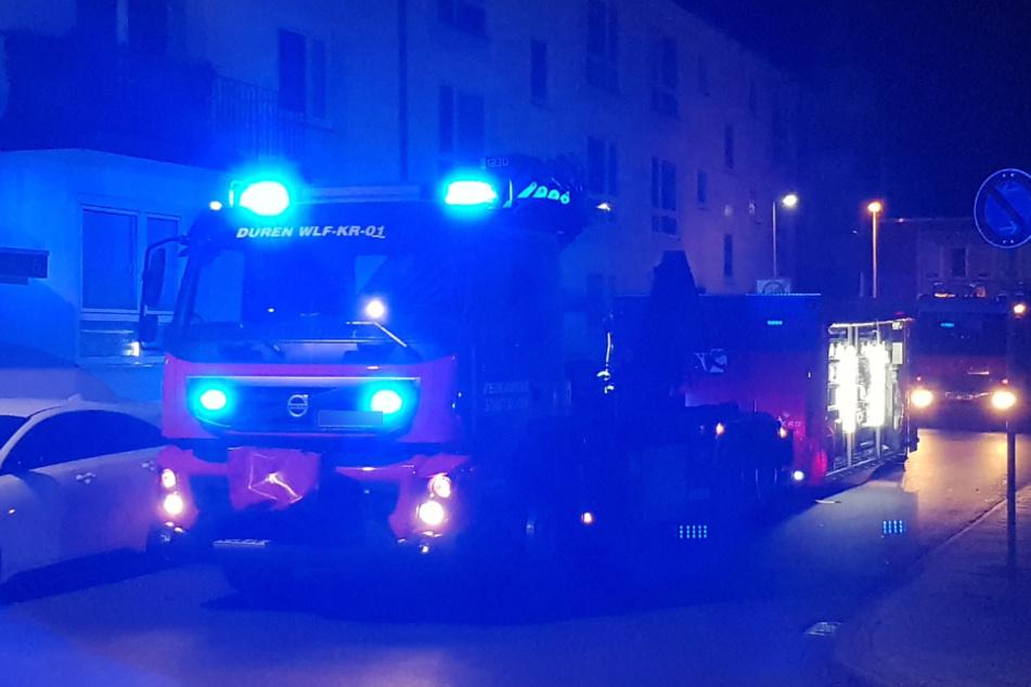 21 Feuerwehrleute vor Ort: Mann klemmt Hand in Backmaschine ein