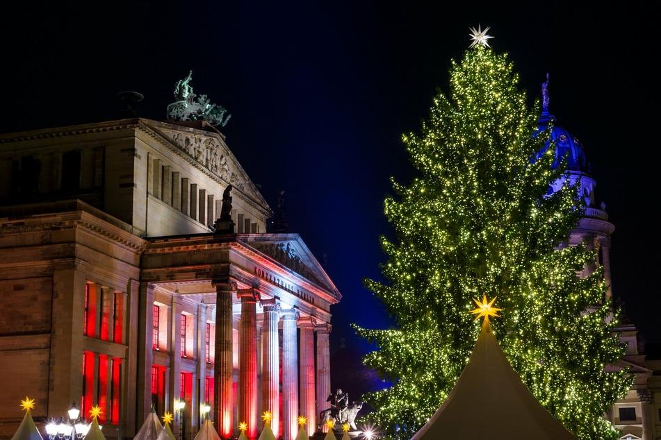 Weihnachtsmarkt auf dem Gendarmenmarkt Berlin (Bild: 123rf.com/Sergey Kohl)