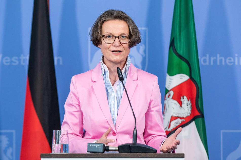 Ina Scharrenbach (43) ist als NRW-Ministerin für Heimat, Kommunales, Bau und Gleichstellung.
