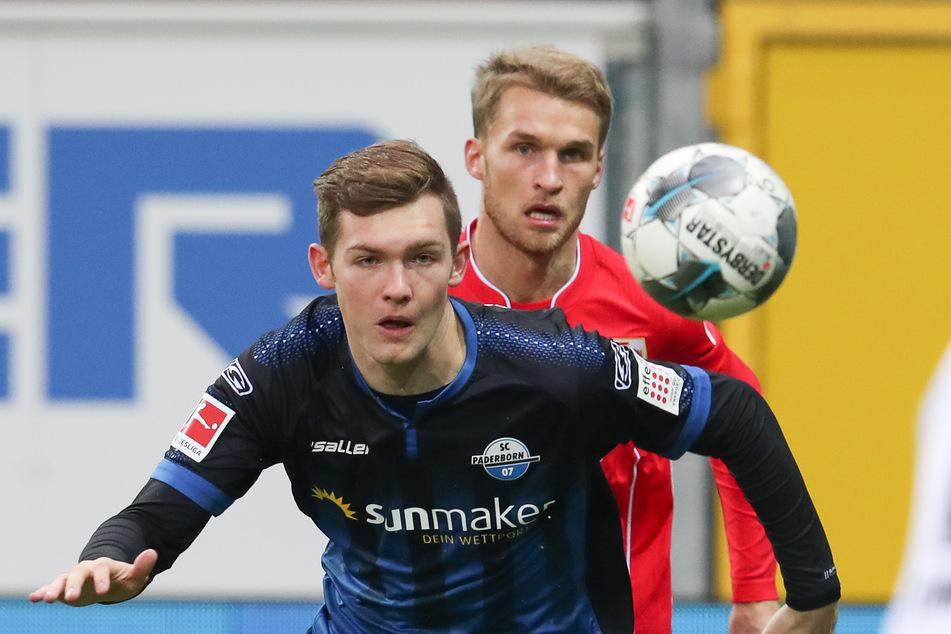 Paderborns Luca Kilian (vorn) ist nach einem positiven Corona-Test auf dem Weg der Besserung.