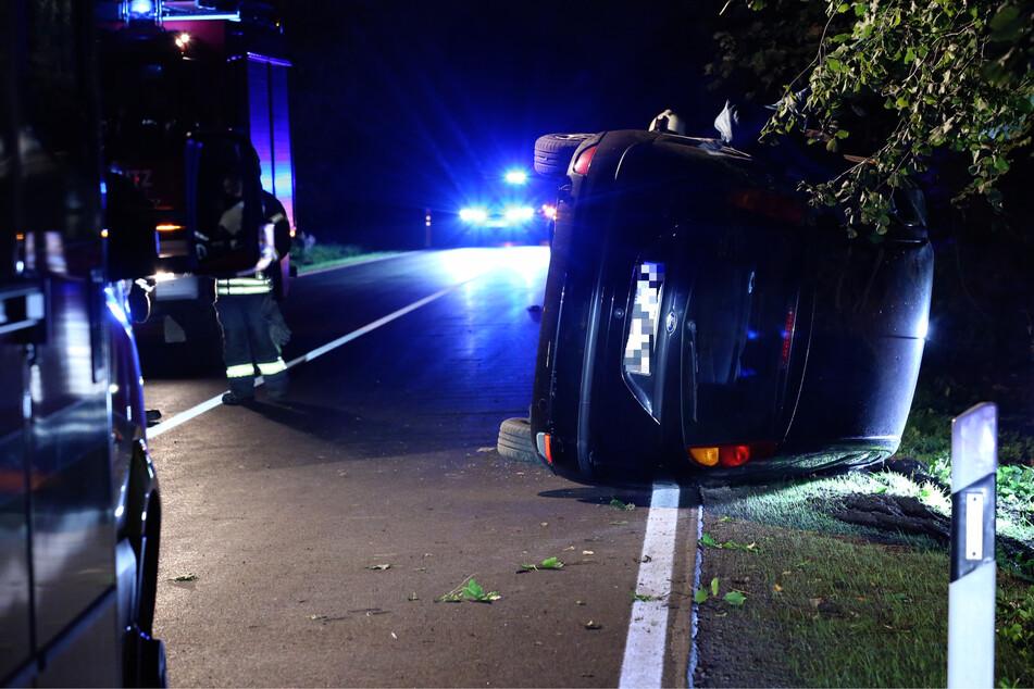 Nachdem die junge Frau die Kontrolle über ihr Auto verlor, überschlug es sich.