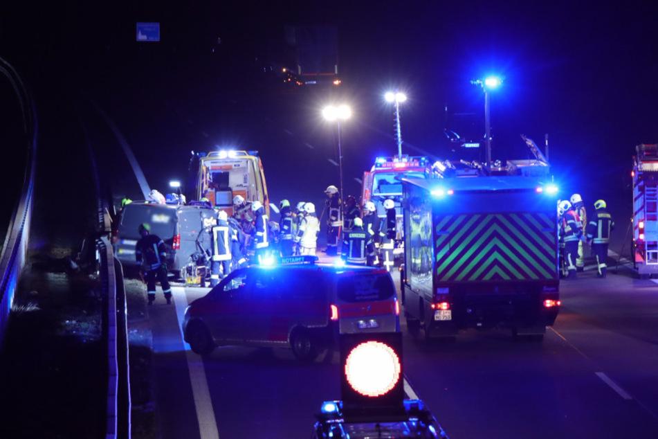 Die Rettungskräfte waren schnell vor Ort und kümmerten sich um die an dem Unfall beteiligten Personen.