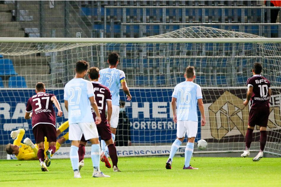 Ronny Garbuschewski (35, r.) zeigte sich auch in der abgebrochenen Saison treffsicher und erzielte gegen seinen Ex-Klub Chemnitzer FC den 1:0-Siegtreffer für den BFC Dynamo.