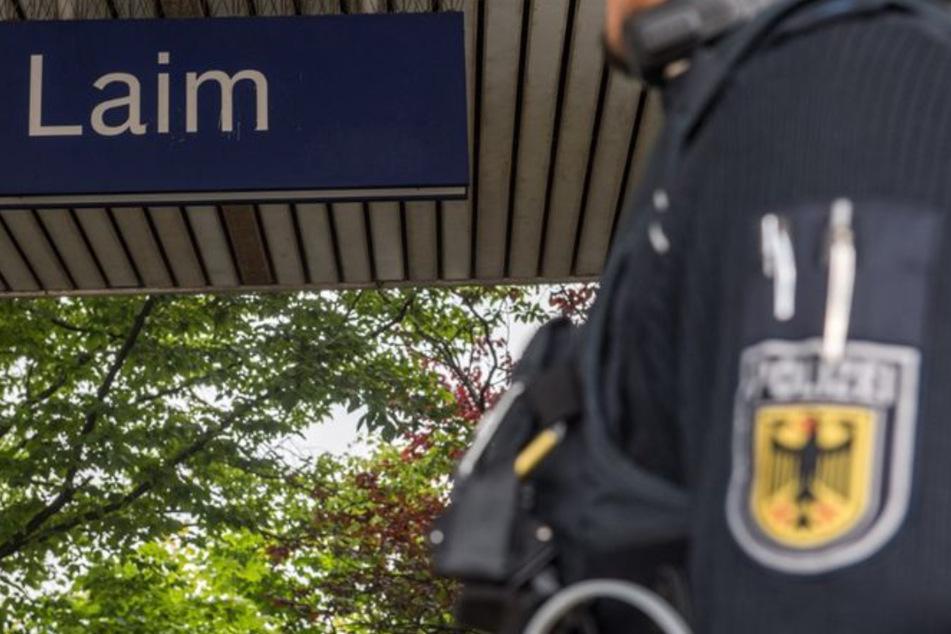 Am S-Bahnhaltepunkt Laim in München hat ein unbekannter Mann einen 79-Jährigen aus den Gleisen gerettet. (Symbolbild)