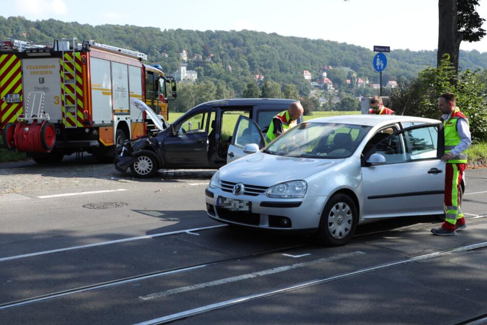 Opel prallt auf VW: Mehrere Menschen unter Schock, Verkehr eingeschränkt