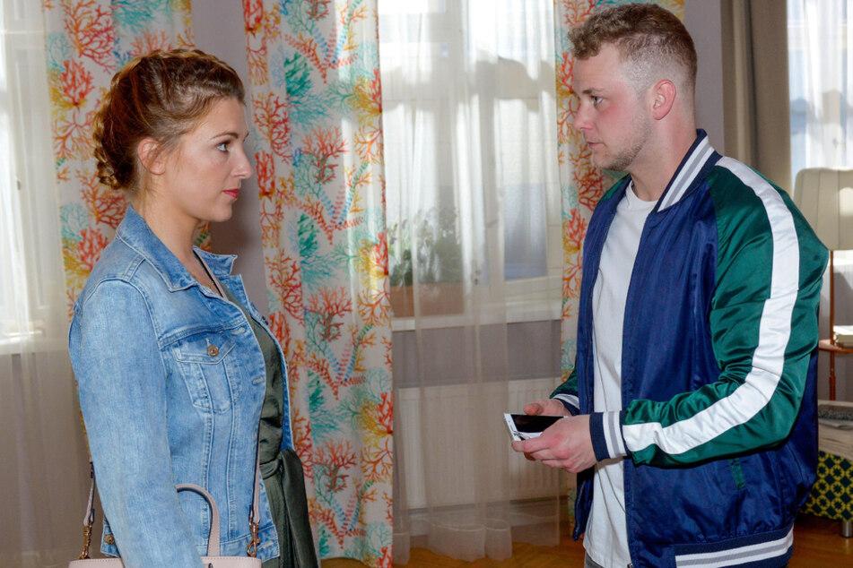 Lilly stellt ihren Bruder Jonas (r.) nach dessen Drogen-Fauxpas zur Rede.