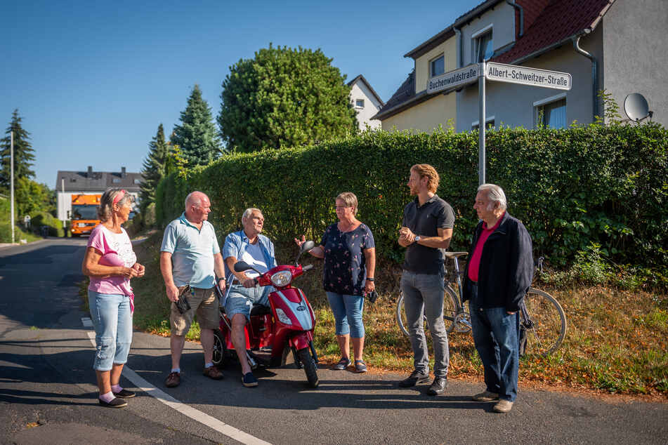 Mit Bau-Bürgermeister Michael Stötzer (47, 2.v.r., Grüne) trafen sich die Anwohner zum Gespräch.