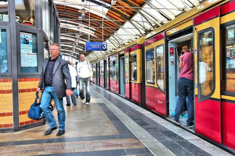 Die S-Bahnen in Berlin fahren sehr pünktlich. (Symbolbild)