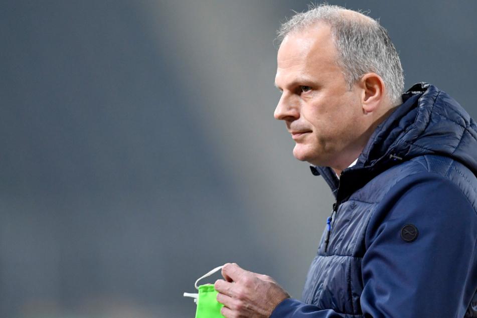 Schalkes Sportvorstand Jochen Schneider (50) kennt Christian Gross aus gemeinsamen Zeiten beim VfB Stuttgart.