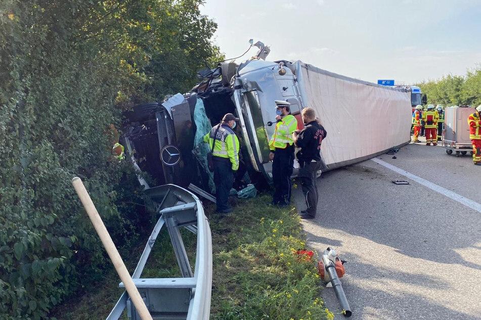 Unfall A81: Laster kracht in Fahrzeug der Autobahnmeisterei: Verletzte, mehrere Kilometer Rückstau