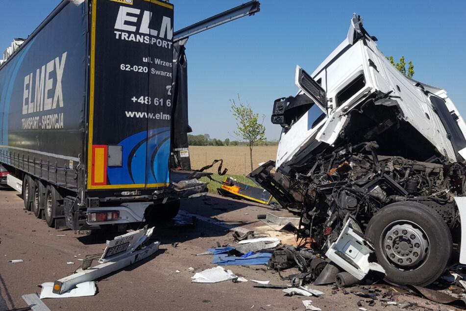 Laster rauscht auf Stauende: Schwerer Unfall auf der A14
