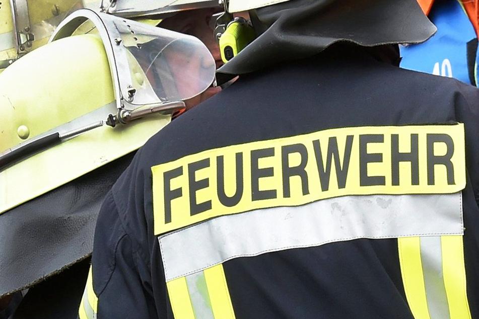 Die Feuerwehr musste in Auerbach ausrücken, um einen in Brand geratenen Traktor zu löschen. (Symbolbild)