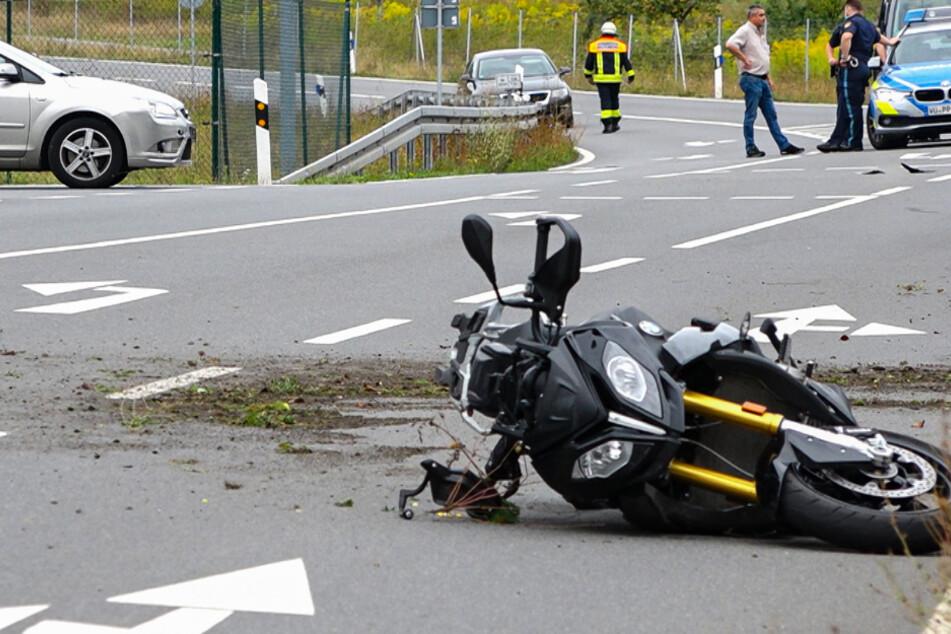 Beim Ausweichen prallte der 58-Jährige links gegen die Leitplanke und erlag noch Unfall-Ort seinen schweren Verletzungen.