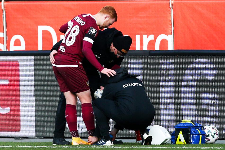 Dynamo-Kämpfer Paul Will (21) wurde bereits in der 2. Minute in Duisburg behandelt, spielte aber trotz Verletzung bis kurz vor Schluss weiter.