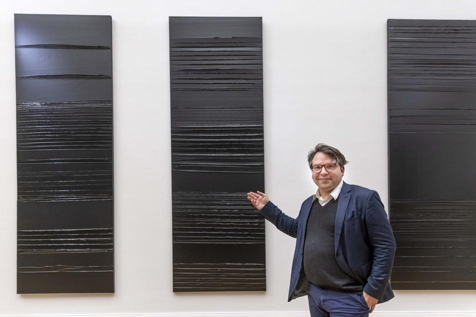 Generaldirektor Frédéric Bußmann (46) präsentiert drei Alterswerke des 101-jährigen Malers Pierre Soulages.
