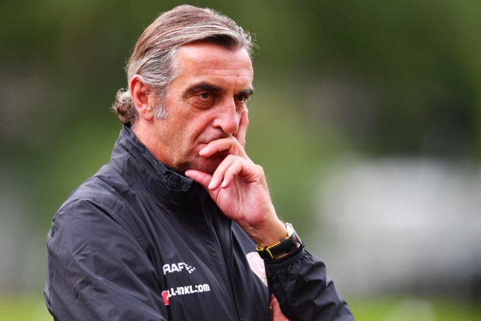 Dynamos Sportgeschäftsführer Ralf Minge (59) sieht die kurze Vorbereitungszeit nach so langer Pause kritisch.