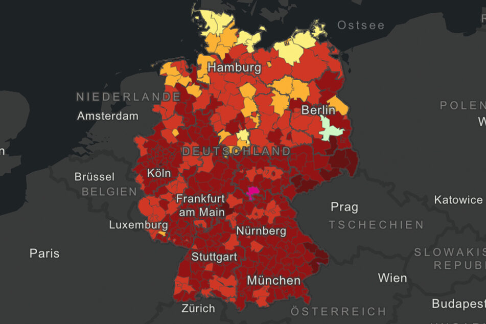 Sachsen ist zu weiten Teilen dunkel-, teilweise schon tiefrot gefärbt.