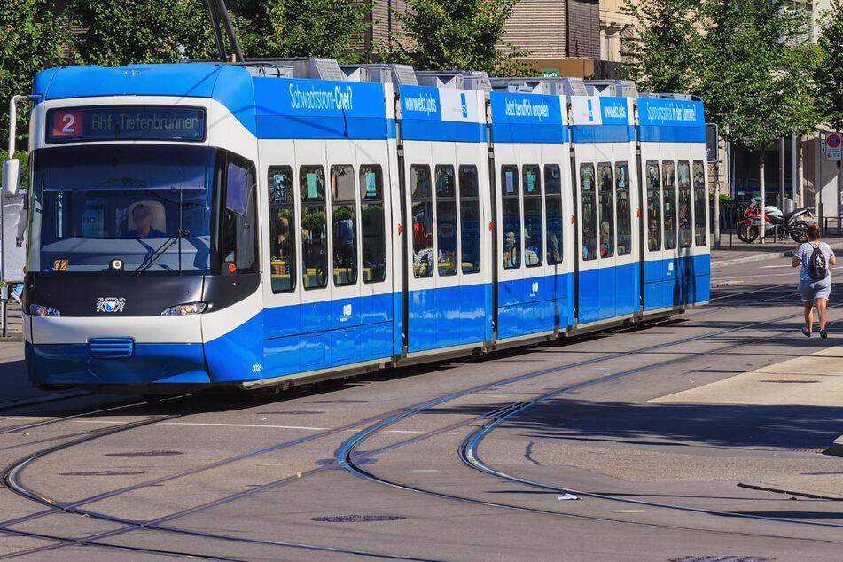 Das Unglück passierte am Montag in Zürich in einer Straßenbahn der Linie 2 Richtung Bahnhof Tiefenbrunnen.