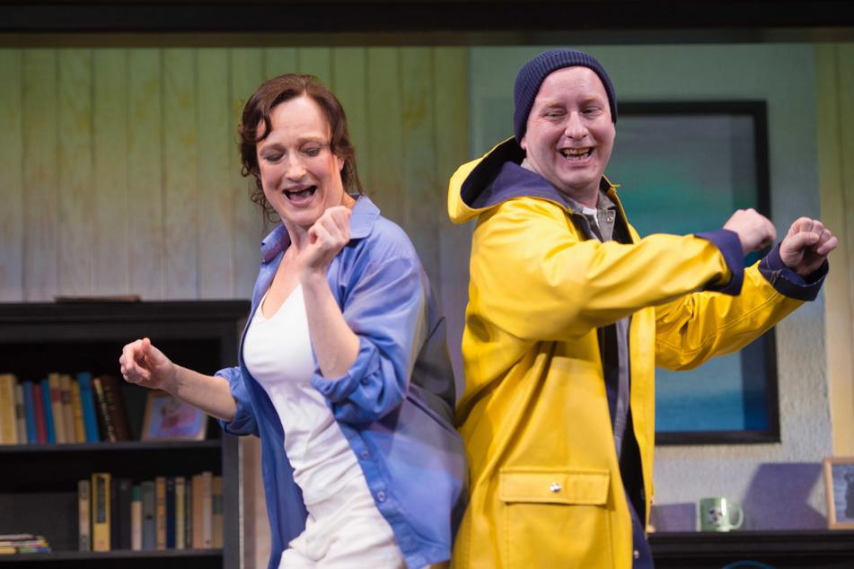 """Die Schauspieler Ulrike Euen und Christian Ruth stehen für """"Das Haus am See"""" wieder auf der Bühne."""