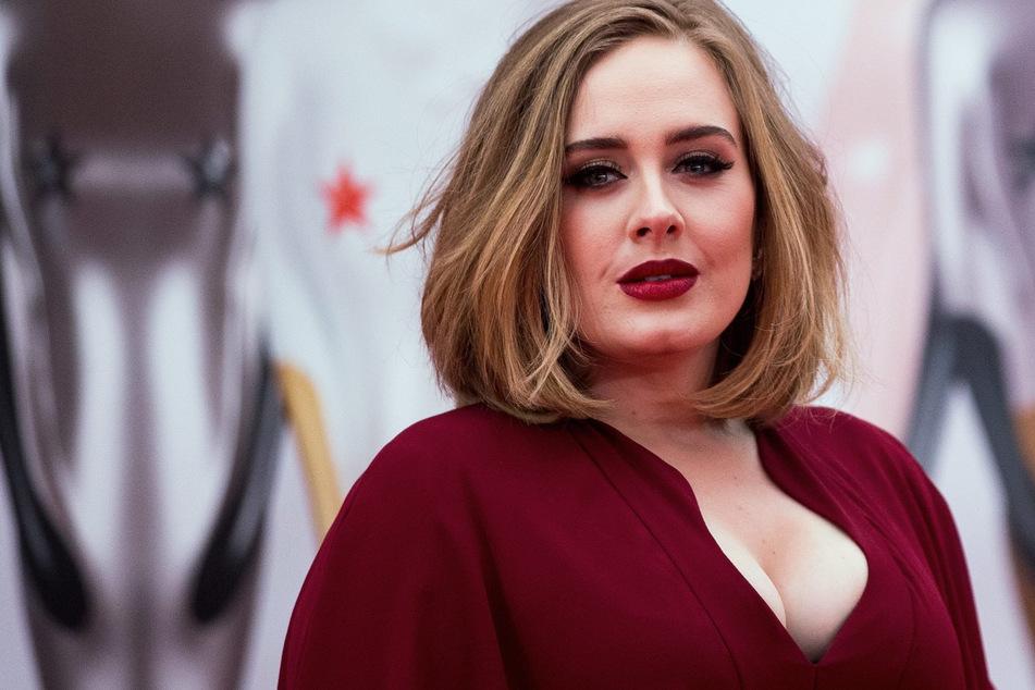 Adele (32) zeigt sich endlich wieder ihren Fans.