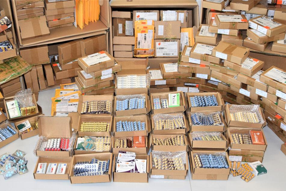 Mega-Coup: Ermittler heben Netzwerk für illegalen Handel mit Arzneimitteln aus, Festnahmen!