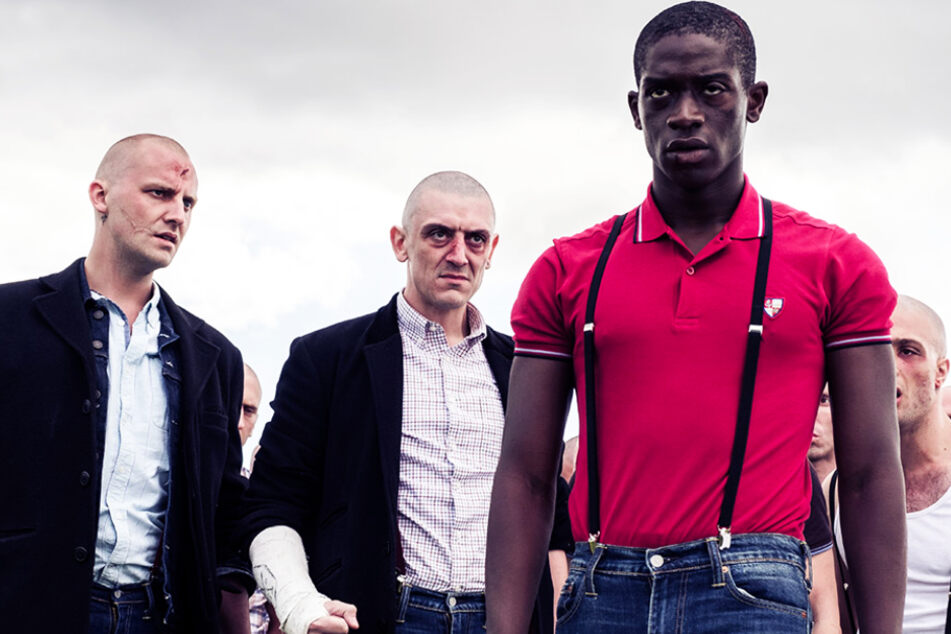 """Enitan (vorne-rechts, Damson Idris) spielt die Hauptrolle im Drama """"In My Skin"""". Er trat einer Skinhead-Gang bei."""
