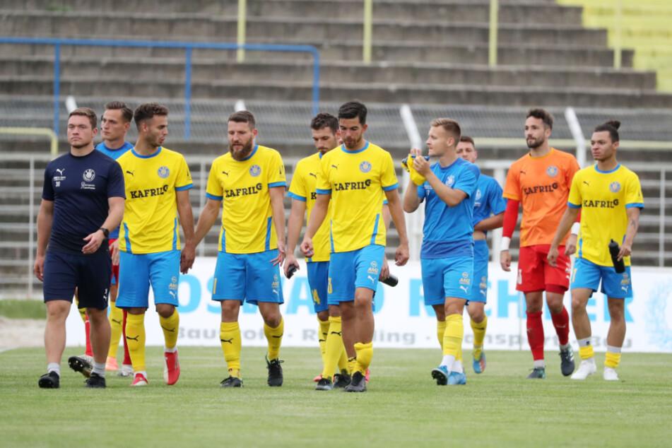 Die Enttäuschung dürfte groß sein bei den Spielern von Lok Leipzig. Schon wieder wurde ein Spiel der Blau-Gelben wegen Coronafällen beim Gegner abgesagt. (Archivbild)