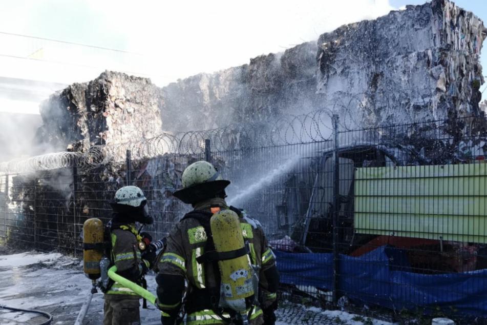Stinkender Brand in Moabit: Recyclinganlage steht in Flammen